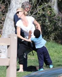 Sean Penn - Sean Penn and Charlize Theron - enjoy a day the park in Studio City, California with Charlize's son Jackson on February 8, 2015 (28xHQ) ViZ24JPX
