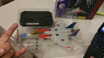 [Masterpiece] MP-11 Starscream/Égo (nouveau jouet) par Takara - Page 2 UfHSMGUb