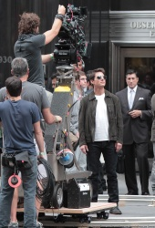 Tom Cruise - on the set of 'Oblivion' outside at the Empire State Building - June 12, 2012 - 376xHQ Kon8raYy