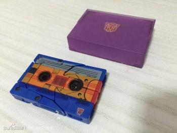 [KFC Toys] Produit Tiers - Jouet Transistor (aka Blaster/Tempo) + DoubleDeck (Twincast) + Fader (aka Eject/Éjecteur) + Rover (aka Autoscout) FsR9aijI