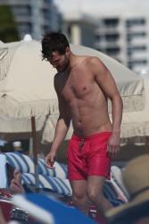 Jamie Dornan - At the beach with his girlfriend, Amelia Warner in Miami - January 17, 2013 - 25xHQ Z6Wknuq0