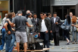 Tom Cruise - on the set of 'Oblivion' outside at the Empire State Building - June 12, 2012 - 376xHQ Fh7GqfhG