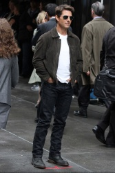 Tom Cruise - on the set of 'Oblivion' in New York City - June 13, 2012 - 52xHQ HSrphqo9