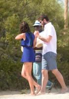 Nina Dobrev with her boyfriend Austin Stowell in Saint-Tropez (July 24) UAILtqZd