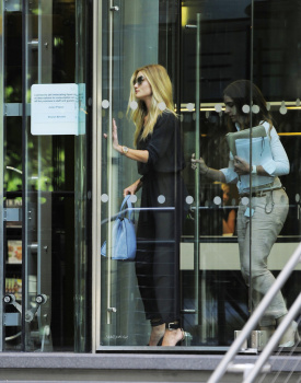 abwiedNv [Medium Quality] Rosie Huntington Whiteley out in London 8/21/13 high resolution candids