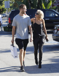 Calvin Harris and Rita Ora - out and about in Los Angeles - September 18, 2013 - 16xHQ J1a1SMhw