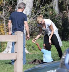 Sean Penn - Sean Penn and Charlize Theron - enjoy a day the park in Studio City, California with Charlize's son Jackson on February 8, 2015 (28xHQ) Tbty2X1i