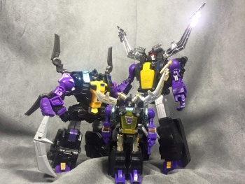 [Fanstoys] Produit Tiers - Jouet FT-12 Grenadier / FT-13 Mercenary / FT-14 Forager - aka Insecticons - Page 3 4fzMWaIv