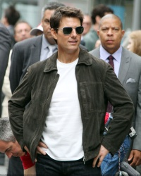 Tom Cruise - on the set of 'Oblivion' outside at the Empire State Building - June 12, 2012 - 376xHQ JpjvGvRU
