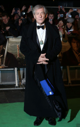 Ian McKellen - Royal Film Performance of 'The Hobbit An Unexpected Journey' at Odeon Leicester Square in London - December 12, 2012 - 5xHQ LcElLruS