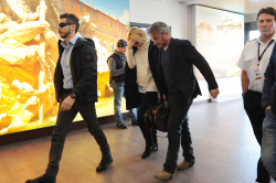 Sean Penn - Sean Penn and Charlize Theron - depart from Rome after a Valentine's Day weekend - February 15, 2015 (37xHQ) Sjr9V8wE