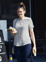 Nina Dobrev heads to a medical building chatting on her cell (June 03) U3CP5Cth