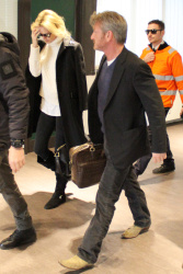 Sean Penn - Sean Penn and Charlize Theron - depart from Rome after a Valentine's Day weekend - February 15, 2015 (37xHQ) LyrucPY1