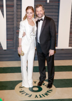 """Leslie Mann """"2015 Vanity Fair Oscar Party hosted by Graydon Carter at Wallis Annenberg Center for the Performing Arts in Beverly Hills"""" (22.02.2015) 126x  Al025f9i"""