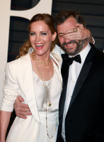 """Leslie Mann """"2015 Vanity Fair Oscar Party hosted by Graydon Carter at Wallis Annenberg Center for the Performing Arts in Beverly Hills"""" (22.02.2015) 126x  Zg27YsZZ"""