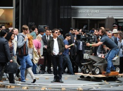 Tom Cruise - on the set of 'Oblivion' outside at the Empire State Building - June 12, 2012 - 376xHQ WJ8QOUTQ