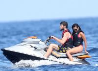 Nina Dobrev with her boyfriend Austin Stowell in Saint-Tropez (July 24) CbXYIu2P