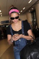 Nina Dobrev at LAX Airport (March 27) 5UFfU5Vt