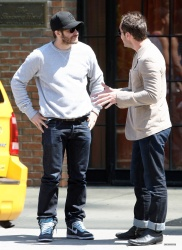 Jake Gyllenhaal & Jude Law - Out And About in East Village 2013.04.27 - 5xHQ ZCQkoTiW