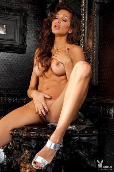 Angela Taylor Bustybabes 02
