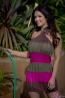 Дениз Милани, фото 5163. Denise Milani Watering the garden :, foto 5163