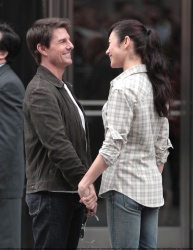 Tom Cruise - on the set of 'Oblivion' outside at the Empire State Building - June 12, 2012 - 376xHQ 24hBPbjW
