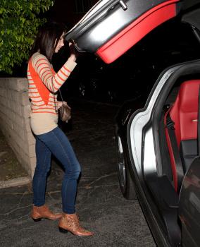 Ashley Greene - Imagenes/Videos de Paparazzi / Estudio/ Eventos etc. - Página 25 AbiZ9TVt