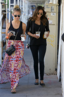 Nina Dobrev with Hilary at Alfred Coffee & Kitchen in West Hollywood (July 29) H1GkTF5p