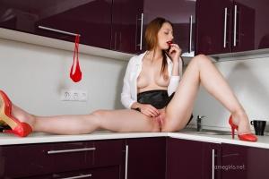 Isabella - In The Kitchen - [famegirls] CSPNDn6B