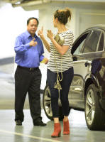 Nina Dobrev heads to a medical building chatting on her cell (June 03) 59nKWFuc
