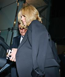Sean Penn - Charlize Theron and Sean Penn - seen leaving Royal Festival Hall. London - February 16, 2015 (153xHQ) JRiMOey6