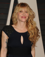 """Courtney Love """"2015 Vanity Fair Oscar Party hosted by Graydon Carter at Wallis Annenberg Center for the Performing Arts in Beverly Hills"""" (22.02.2015) 49x TJmNRopb"""