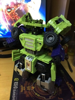 [Toyworld] Produit Tiers - Jouet TW-C Constructor aka Devastator/Dévastateur (Version vert G1 et jaune G2) - Page 6 NI3rigNT