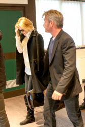 Sean Penn - Sean Penn and Charlize Theron - depart from Rome after a Valentine's Day weekend - February 15, 2015 (37xHQ) IwlcHRlQ