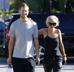 Calvin Harris and Rita Ora - out and about in Los Angeles - September 18, 2013 - 16xHQ LZPwicSY