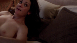 Melanie lynskey topless park video