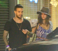 Nina Dobrev and Mark Ballas hanging out with friends outside a local LA (August 22)  ZcD8UWSG