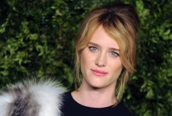 Mackenzie Davis - 12th Annual CFDA/Vogue Fashion Fund Awards @ Spring Studios in NYC - 11/02/15