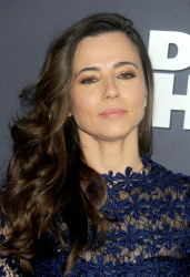 Linda Cardellini - Daddy's Home New York Premiere @ AMC Lincoln Square Theater in NYC - 12/13/15