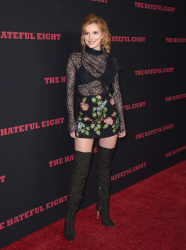 """MEGA POST: Bella Thorne con espectaculares botas en el estreno de """"The Hateful Eight"""" en Los Angeles (7/12/15) Sd24va6V"""