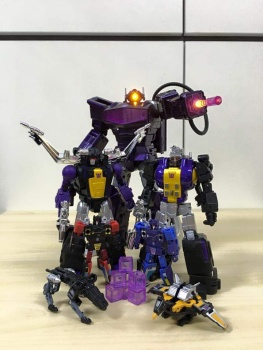 [Fanstoys] Produit Tiers - Jouet FT-12 Grenadier / FT-13 Mercenary / FT-14 Forager - aka Insecticons - Page 3 OFA4gFZI