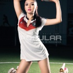 Galleri Foto Hot Seksi Panas Vicky Shu Artis Model Cantik Indonesia di Majalah Popular 2014