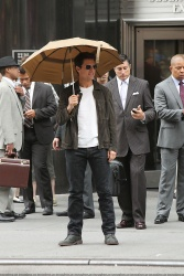 Tom Cruise - on the set of 'Oblivion' outside at the Empire State Building - June 12, 2012 - 376xHQ GIa6goxr