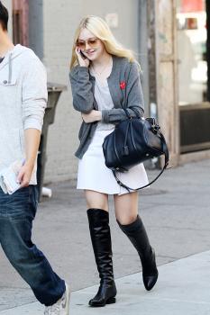 Dakota Fanning / Michael Sheen - Imagenes/Videos de Paparazzi / Estudio/ Eventos etc. - Página 6 AciIZQOw