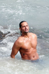 Josh Holloway - Shooting commercial for Davidoff's Cool Water (07.12.2008) - 7xHQ 2mbi32nM