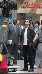 Tom Cruise - on the set of 'Oblivion' outside at the Empire State Building - June 12, 2012 - 376xHQ CEObcJDG