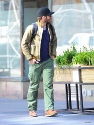 Jake Gyllenhaal & Jonah Hill & America Ferrera - Out And About In NYC 2013.04.30 - 37xHQ 3uJN7K0w