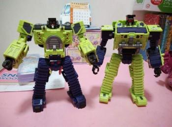 [Toyworld] Produit Tiers - Jouet TW-C Constructor aka Devastator/Dévastateur (Version vert G1 et jaune G2) - Page 3 5ITETz10