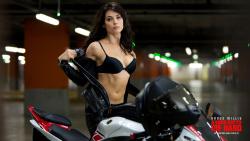 Yuliya Snigir rides a Yamaha R6