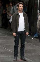 Tom Cruise - on the set of 'Oblivion' in New York City - June 13, 2012 - 52xHQ VXYAiloG